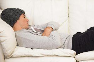 Bij een burn-out lig je het liefst de hele dag in bed of op de bank