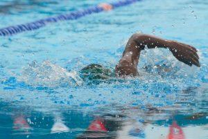 Photo by Emily Rose from Pexels. Zwemmen om beter vitaal te worden.